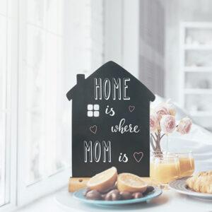 Tischkreidetafel Aufsteller in Hausform beschriftbar mit Securit Kreidemarker aufgestellt und beschriftet Zuhause
