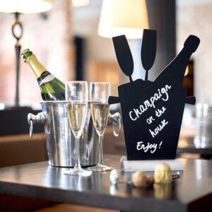 Tischkreidetafel Aufsteller mit Alufuss in Champagnerform beschriftet mit Securit Kreidemarker weiss