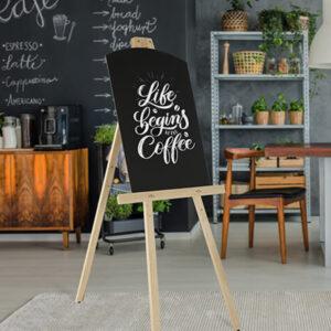 Holz Staffelei Künstlerstaffelei beschriftet und aufgestellt in einem Kaffee