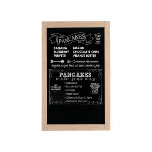 Wandtafel mit Kreidefläche beschriftet mit weissen Securit Kreidemarker mit dem Angebot eines Bistros