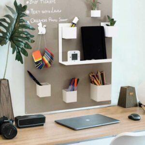 Kreidetafel ohne Rahmen magnetisch in Beige 57x74cm aufgehängt im Büro