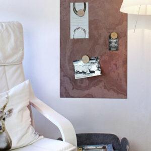 Wand Kreidetafel Schiefer magnetisch im Wohnzimmer aufhängbar als Pinnwand