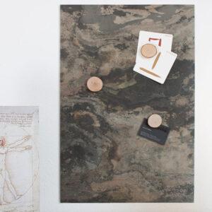Wandkreidetafel magnetisch aus echtem Schiefer als Pinnwand für Fotos und Notizen im Büro