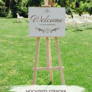Staffelei aus Holz aufgestellt mit einem Hochzeitsbild an einer Hochzeitsfeier als Willkommenstafel
