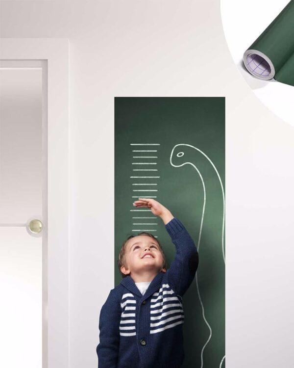Tafelfolie in Grün selbstklebend aufgeklebt im Kinderzimmer