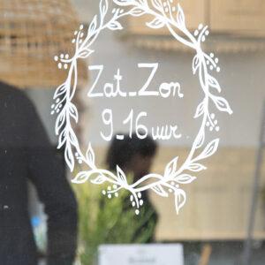 Pflanzenkranz Fensterschablone nachgezeichnet mit Securit Kreidemarker